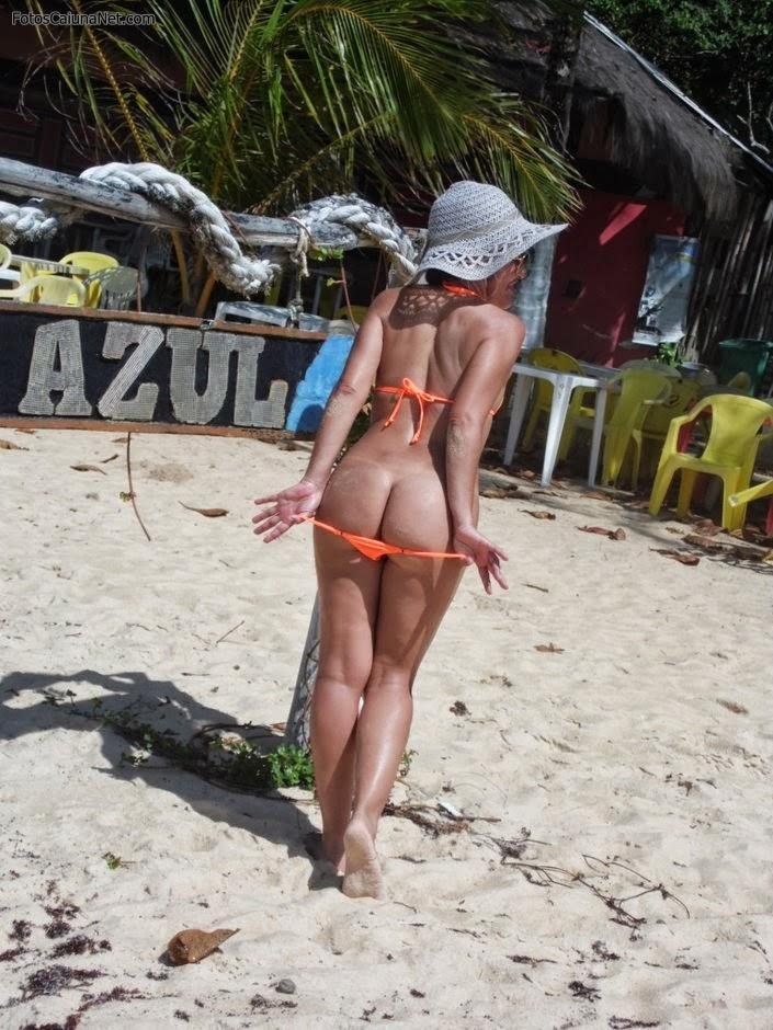 gostosa-mostrando-o-corpinho-lindo-na-praia-2