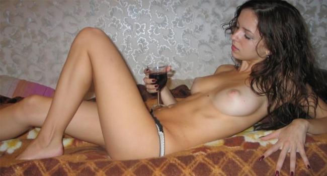novinha-tomando-vinho-e-chupando-pau-1
