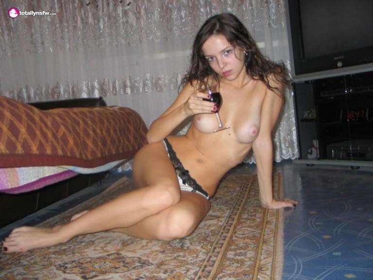 novinha-tomando-vinho-e-chupando-pau-8